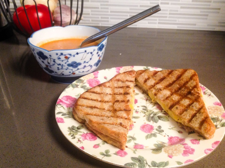 TomatoSoup_GrilledCheese